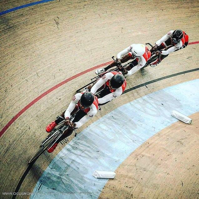 National Team Pursuit in Action